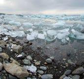 Isberg på glaciärlagun i Island Royaltyfri Bild