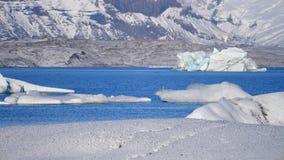 Isberg på issjön Is- och för snövinternatur landskap Islagun arkivfilmer