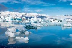 Isberg på Jokulsarlon - Island royaltyfria foton