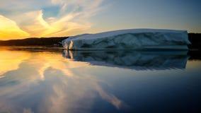 Isberg på soluppgång, Newfoundland, Kanada Royaltyfri Foto