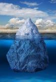 Isberg som flottörhus i hav Arkivbild