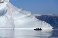 Isbergkyrkogård - Franz Joseph Fjord - Grönland Fotografering för Bildbyråer