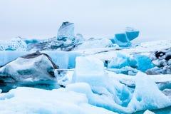 Isberglagunjokulsarlon på söderna av Island tonat Arkivbild