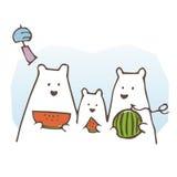 Isbjörnfamilj som äter vattenmelon royaltyfri foto