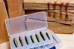 Iscas de pesca no fundo de madeira Foto de Stock Royalty Free