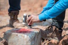 Iscensätta det seismiska provet på en konkret hög i konstruktionsplats Royaltyfria Bilder