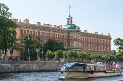 Iscensätter slottet St Petersburg Royaltyfri Foto