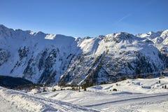 Ischgl/Samnaun skidar bergsemesterorten, Österrike på vintertid arkivbild