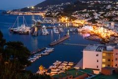 Ischia på nätterna royaltyfria bilder