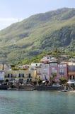 Ischions, village de Lacco Ameno, Italie Image stock