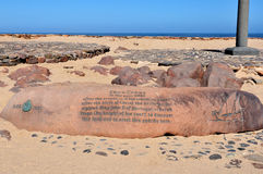 Iscrizione accanto all'incrocio piantato da Diogo Cao a capo C immagini stock