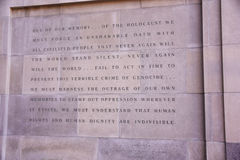 Iscrizione all'entrata del museo commemorativo di olocausto, in Washington DC, U.S.A. Fotografie Stock