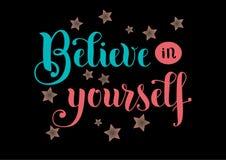 Iscrizione Believe in voi stesso in blu ed in rosa con le stelle su fondo nero Fotografia Stock