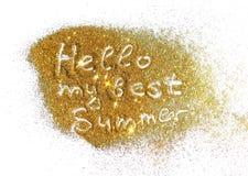 Iscrizione ciao la mia migliore estate sulla scintilla dorata di scintillio su fondo bianco Fotografia Stock Libera da Diritti