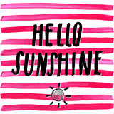 Iscrizione del sole con lettere romantico di citazione di estate ciao Il segno tipografico di progettazione di schizzo disegnato  Immagine Stock Libera da Diritti