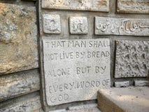 Iscrizione della parete della bibbia Fotografie Stock Libere da Diritti
