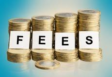 Iscrizione delle tasse sulle pile di monete Immagine Stock Libera da Diritti
