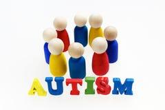Iscrizione di autismo con le figure e su fondo bianco fotografie stock