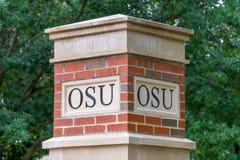 Iscrizione di OSU sulla colonna all'università di Stato di Oklahoma Fotografie Stock