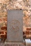 Iscrizione di pietra verticale antica fotografie stock libere da diritti