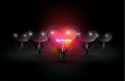 Iscrizione felice di vetro trasparente di giorno della lampadina del cuore e di biglietti di S. Valentino di incandescenza sul fo Fotografia Stock Libera da Diritti