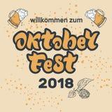 Iscrizione scritta a mano di Oktoberfest 2018 con i vetri di birra Welcom illustrazione di stock
