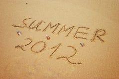 Iscrizione su estate bagnata 2012 della sabbia Fotografia Stock