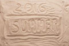 Iscrizione sull'estate 2016 della sabbia Immagini Stock Libere da Diritti
