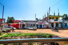 ISEBANIA, KENIA - JANUARI 3, 2015: Mening van Isebania-straat Stock Afbeelding