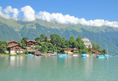 Iseltwald, lago Brienzersee, Bernese Oberland, Svizzera Immagine Stock