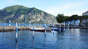 ISEO,意大利- 2017年5月13日:Iseo港口看法在湖Iseo,伦巴第,意大利的 免版税库存照片