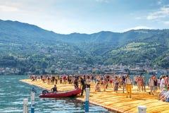 ISEO, ITALIA, GIUGNO 2016: I pilastri di galleggiamento Fotografia Stock