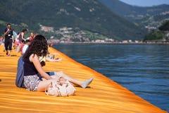 ISEO, ITALIA, GIUGNO 2016: I pilastri di galleggiamento Fotografie Stock