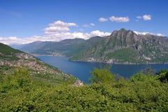 Iseo sjö i fjällängar i nordliga Italien Fotografering för Bildbyråer