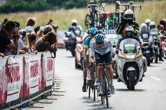 Iseo, Włochy Maj 23, 2018: Grupa fachowi cykliści podróżuje ostatniego podołek trasa przed przyjazdem zdjęcie stock