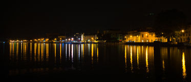 Iseodorp, Italië bij nacht - Lange blootstelling Stock Foto's