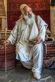ISFAHÁN, IRÁN - pueden, 09: Sufi en el mercado en Isfahán, Irán encendido Foto de archivo libre de regalías