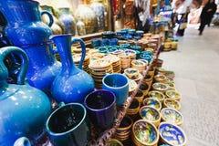 ISFAHAN IRAN - OKTOBER 06, 2016: traditionella iranska souvenir Arkivfoton