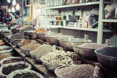ISFAHAN IRAN, PAŹDZIERNIK, - 06, 2016: Inside pikantność rynek przy Isfahan Obrazy Stock