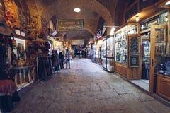 ISFAHAN IRAN, PAŹDZIERNIK, - 06, 2016: tradycyjne irańskie pamiątki Zdjęcie Stock