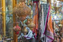 ISFAHAN IRAN, PAŹDZIERNIK, - 06, 2016: Tradycyjni irańczyka rynku półdupki Zdjęcia Royalty Free