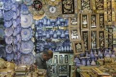 ISFAHAN IRAN, PAŹDZIERNIK, - 06, 2016: Tradycyjni irańczyka rynku półdupki Fotografia Stock