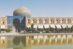 ISFAHAN IRAN, PAŹDZIERNIK, - 06, 2016: Sheikh Lotfollah meczet przy Naq Fotografia Royalty Free