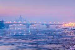 Isflak på flodnattsikten, Margaret bro, Budapest royaltyfri foto
