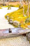Ishi τόμων, μια εμποδίζοντας πέτρα πορειών, σε μια μικρή γέφυρα πετρών Στοκ Φωτογραφίες