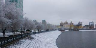 Ishim flod i vintermorgon royaltyfria foton