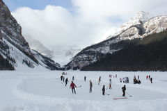 Ishockey på Lake Louise Royaltyfria Foton