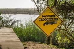 Isimangaliso-Sumpfgebiet, Gefahrenkrokodil-Aufmerksamkeitszeichen Stockfotos