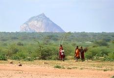 ISIOLO,肯尼亚- 2008年11月28日:妇女狂放非洲三 免版税库存图片