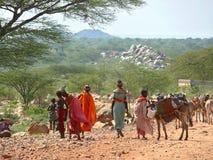 ISIOLO,肯尼亚- 2008年11月28日:部落实验装置的奇怪的妇女 库存图片